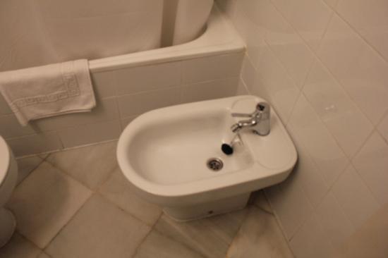 Hotel Abril: Bidet!