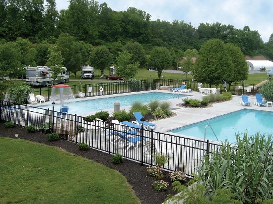 River Plantation RV Resort: Pools