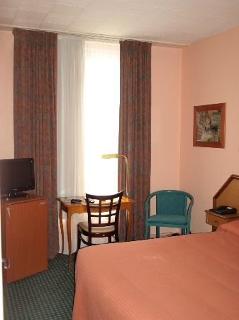 Hotel de la Paix: My bedroom