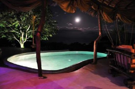 Las Nubes Natural Energy Resort: las nubes at night