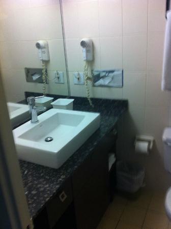 Hotel Espresso Montreal Centre-Ville/Downtown: Nice Zen Toilet.