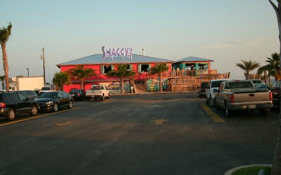 Days Inn Biloxi Beach: Shaggys bar and grille right across street from Ramada