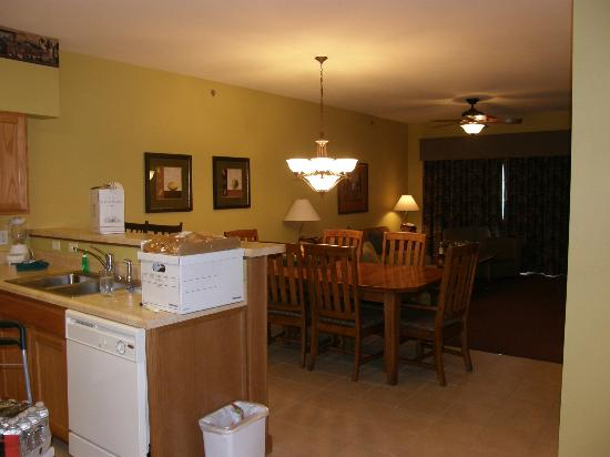 Falls Village Resort: Kitchen, dining area and living room.