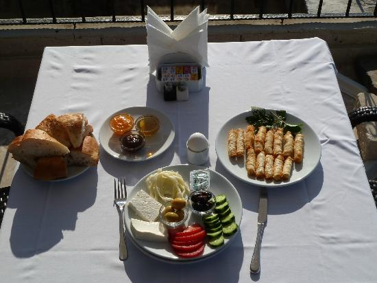 Cappadocia Castle Cave Hotel: This was the first course of breakfast