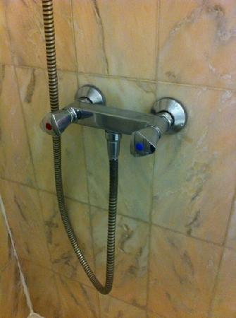 Hotel Victor Hugo Toulouse: hitech shower