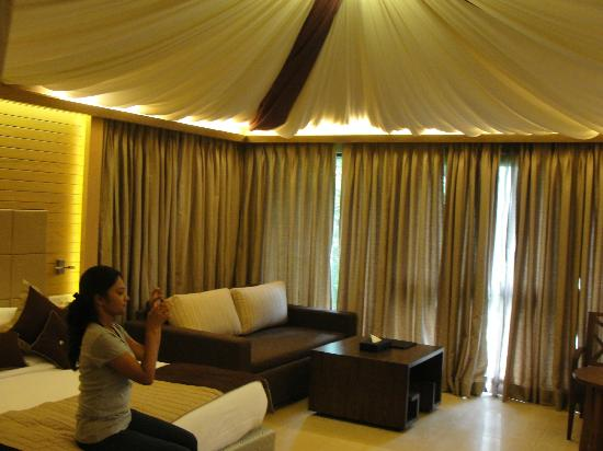 Aamby Valley City: Room
