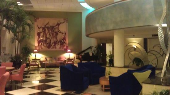 Crowne Plaza Fort Myers at Bell Tower Shops: Lobby