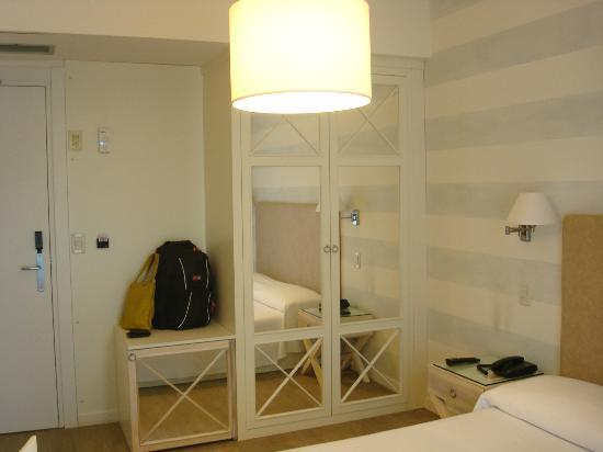 Hotel Bijou : wardrobe