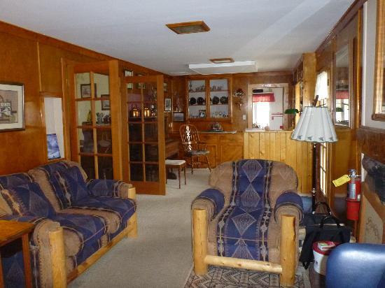 Mount Elbert Lodge: Part of common area