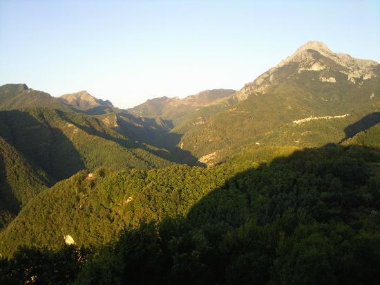 Il Volpino: View of Vergemoli from Calomini