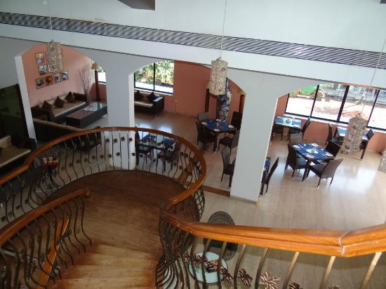 10 Calangute: Interior dining area