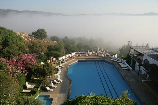 Lindos Mare Hotel: Pool surrounded by morning mist
