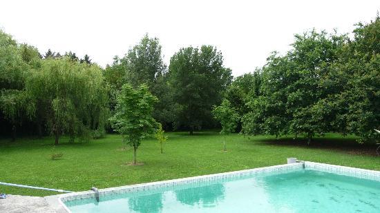 Petit Garros: Piscine et Jardin