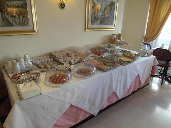 Siracusa Hotel: Breakfast buffet