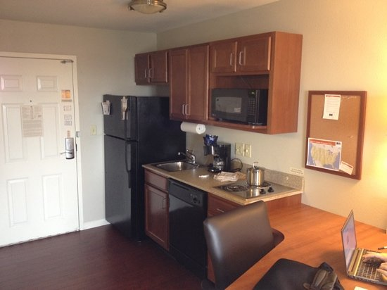 Candlewood Suites Hotel Buffalo / Amherst: kitchenette in Standard room