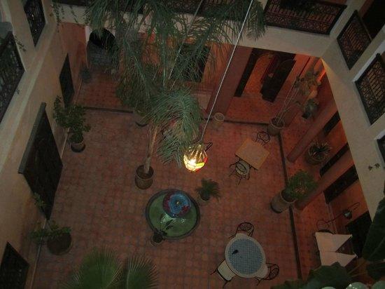 Riad Hadda : vue du patio le soir