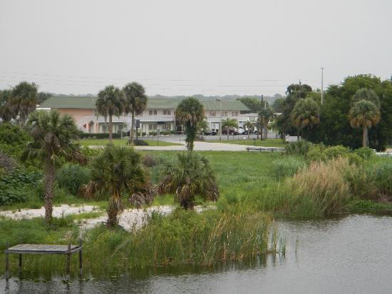 Travelodge Suites Lake Okeechobee: Picture from Rim Canal Levee
