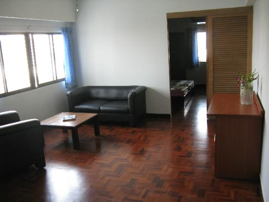 Hotel Union Tower: Our corner room - note, most rooms won't have so much light