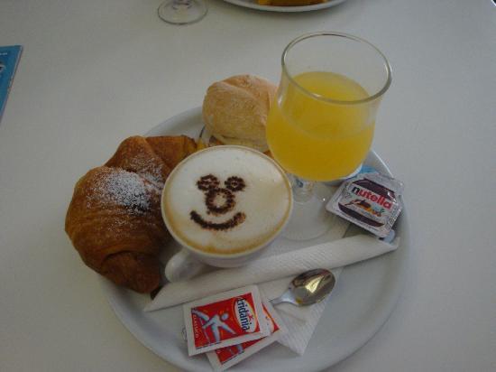 A'  Scalinatella Hostel and  Hotel: God frukost