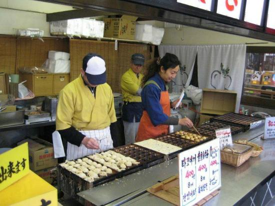 what are outside food vendors A vendor is a party in the supply chain as seen with street vendors and food trucks in addition, a vendor can act as it seeks to hire outside vendors to.