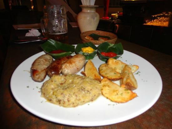 Little Bavaria Bali Biergarten: The yummy Sausage platter !!!