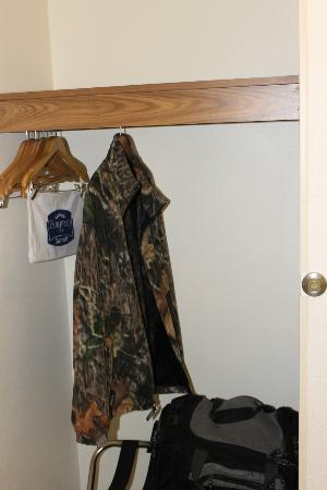Fairfield Inn & Suites Sioux Falls: Closet