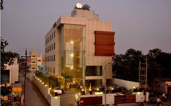 Hotel Sai Miracle: Hotel Exterior