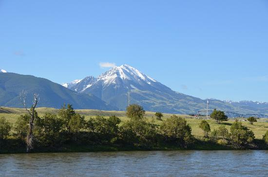 Yellowstone's Edge RV Park : Snow covered Emigrant Peak with Yellowstone River in the foreground.