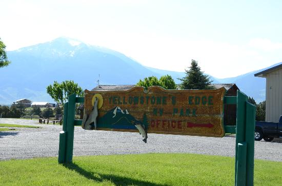 Yellowstone's Edge RV Park : Sign in the front