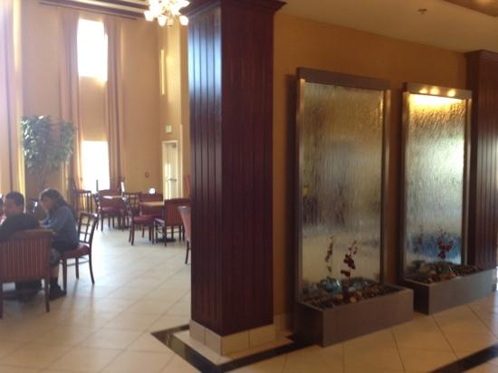 Holiday Inn Express Hotel & Suites Reno: lobby