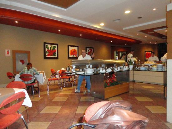 Continental Inn Hotel: No café da manhã