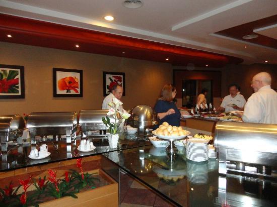 Continental Inn Hotel: Café da manhã