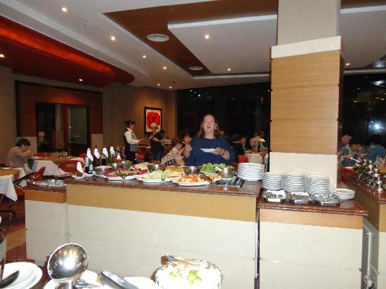 Continental Inn Hotel: Eu aqui de novo no restaurante