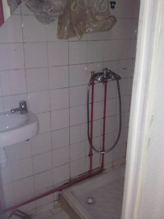 Tenda e doccia luridi con tubi esterni picture of hotel - Doccia con tubi esterni ...