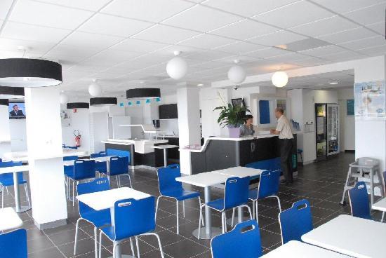 Ibis Budget Marseille l'Estaque : Accueil et salle petit déjeuner