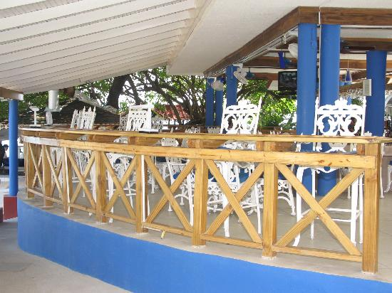 Franklyn D Resort & Spa: Bar