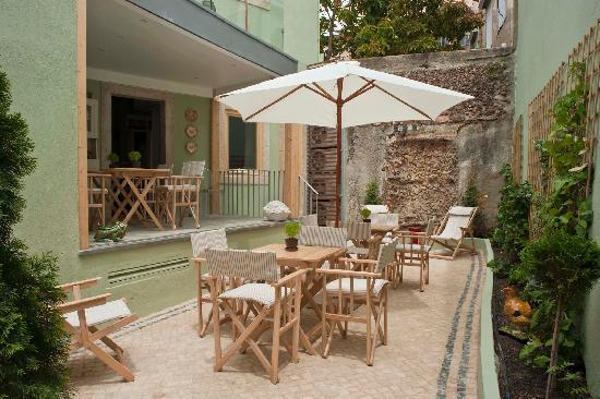 Casa Amora Guesthouse: Patio Casa Amora