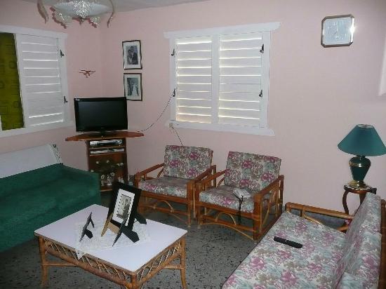 Villa Vueltabajo: TV room