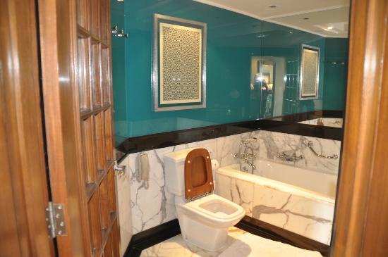 ดิ โอเบรอย อมาวิลาส: salle de bains