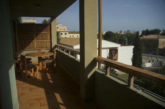 Apartamentos Bressol: Large balcony