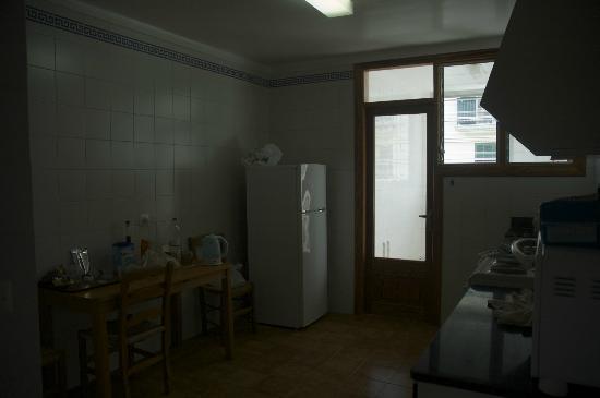 Apartamentos Bressol: Kitchen