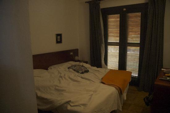 Apartamentos Bressol: Bedroom One