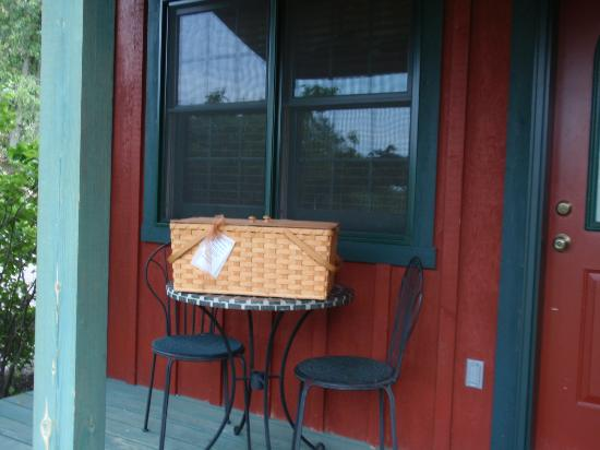 Pine Grove Park Bed and Breakfast Guest House: Prairie Smoke Guest House