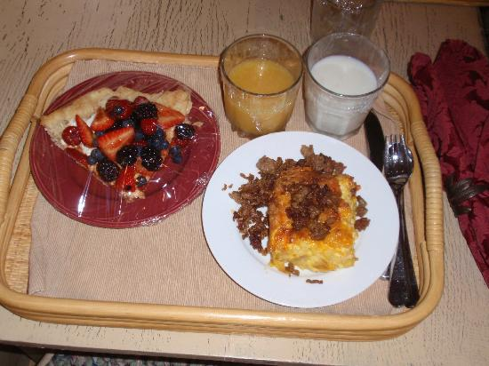 Pine Grove Park Bed and Breakfast Guest House: Breakfast...yummm!