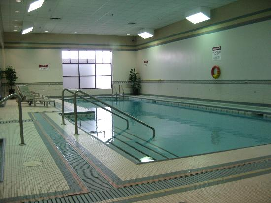 Clarion by Choice Hotel and Conference Centre: Swimming pool