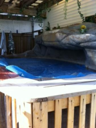 High Falls Bay Cottages, Camping & Waterpark: Hot tub not working