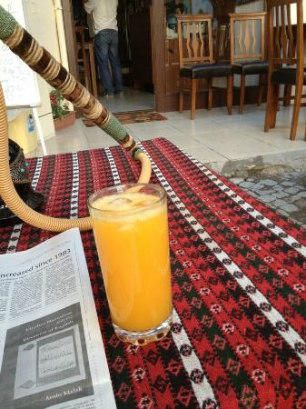 Lamp Hotel: orange juice at the cafe