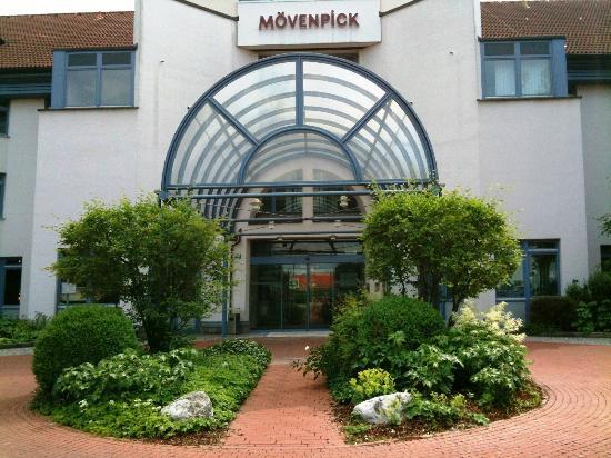 Mövenpick Hotel München Airport: Hotel entrance