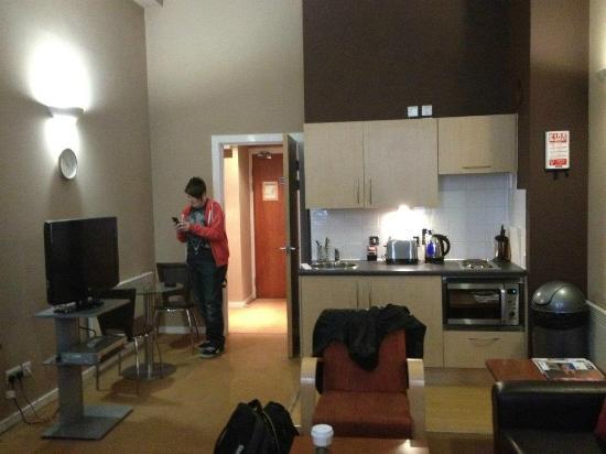 Fraser Suites Glasgow: Kitchen area