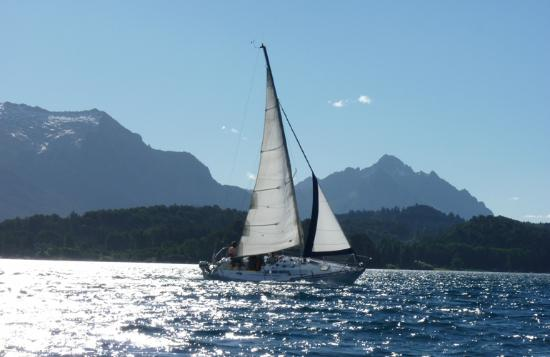 Velero el Orgulloso Bariloche: Yachting Bariloche. El lago Nahuel Huapi, un verdadero paraíso náutico.